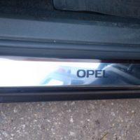 Отзыв на Накладка мягкая на стекло (подходит для всех марок авто), Хромированные накладки на пороги для OPEL ASTRA J - Подлокотник 52