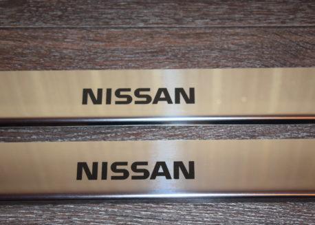 купить хромированные накладки на пороги nissan x-trail t30